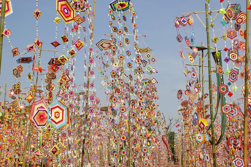 Kleurrijke tungboom-vlag als achtergrond, tungboom-vlag van Isan Kalasin Thailand stock fotografie