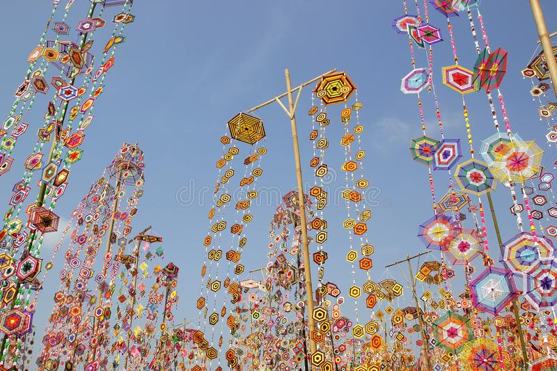 Kleurrijke tungboom-vlag als achtergrond, tungboom-vlag van Isan Kalasin Thailand stock afbeelding