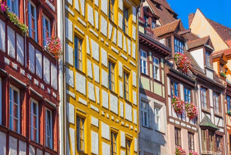 Kleurrijke typische Duitse huizen Nuremberg, Duitsland royalty-vrije stock afbeeldingen