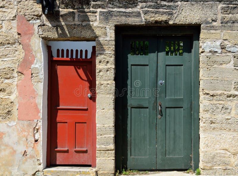 Kleurrijke uitstekende stijldeuren royalty-vrije stock fotografie