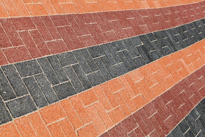 Kleurrijke van de kant van de wegbestrating textuur als achtergrond stock foto's