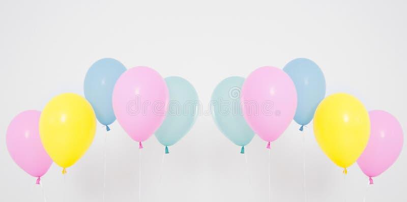 Kleurrijke van partijballons reeks als achtergrond, collage Geïsoleerd op wit De ruimte van het exemplaar royalty-vrije stock foto's