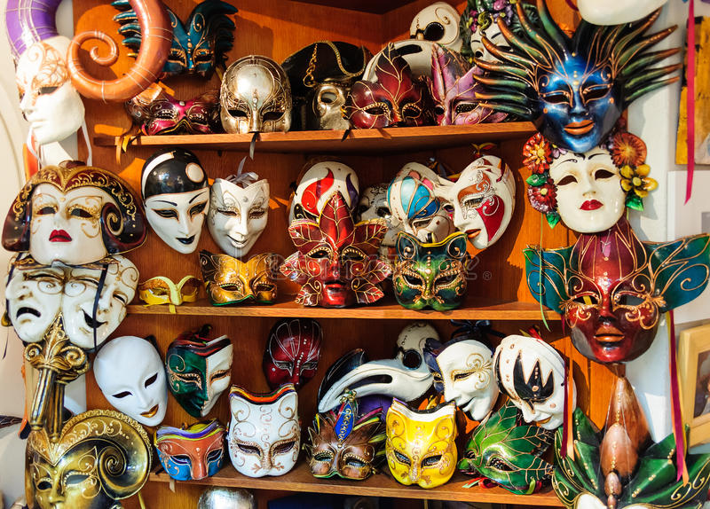 Kleurrijke Venetiaanse maskerademaskers royalty-vrije stock afbeeldingen