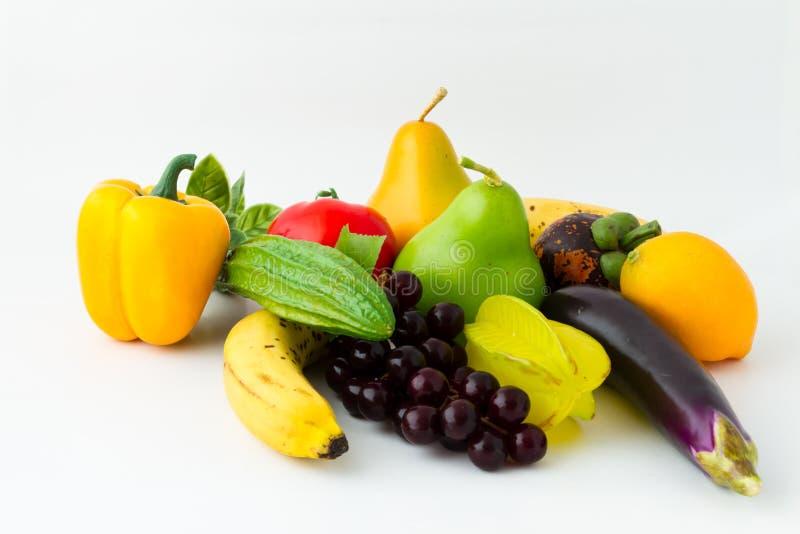 Kleurrijke verse groenten en vruchten royalty-vrije stock afbeelding