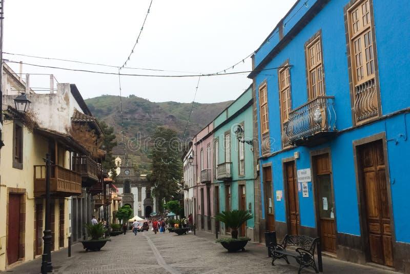 Kleurrijke voorgevels van de huizen in Teror op Gran Canaria stock fotografie