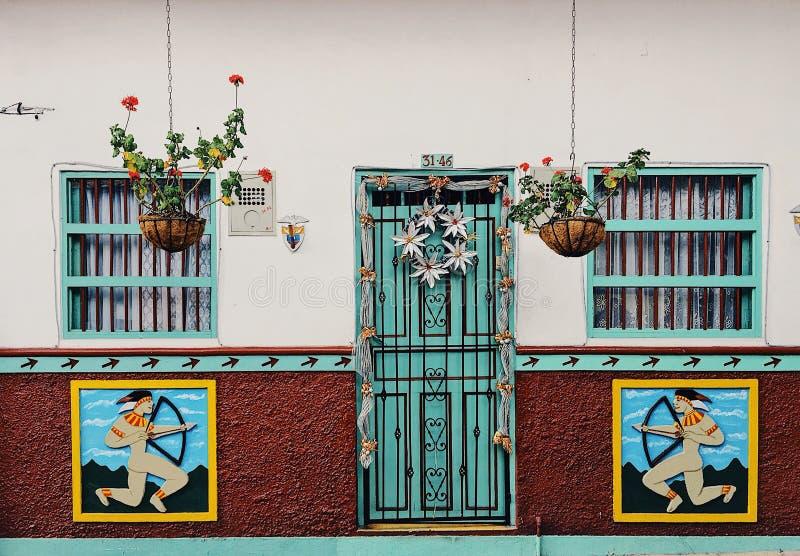 Kleurrijke voorzijden in Guatapé stock afbeeldingen