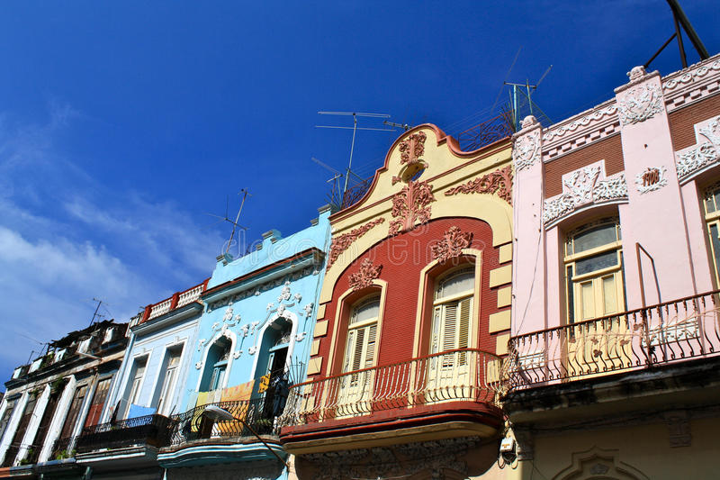 Kleurrijke Voorzijden van Historische Huizen in Havana royalty-vrije stock afbeeldingen