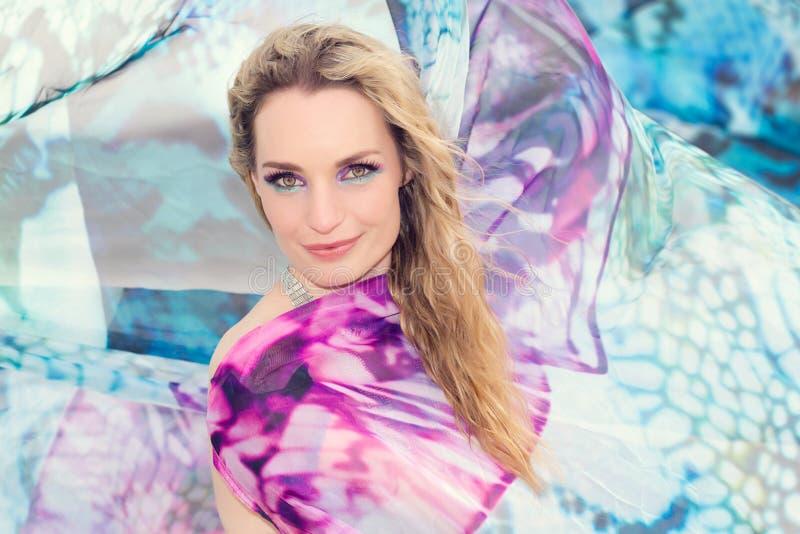 Kleurrijke vrouw royalty-vrije stock fotografie