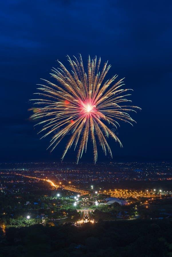 Kleurrijke vuurwerkvertoning in Chiangmai royalty-vrije stock foto's