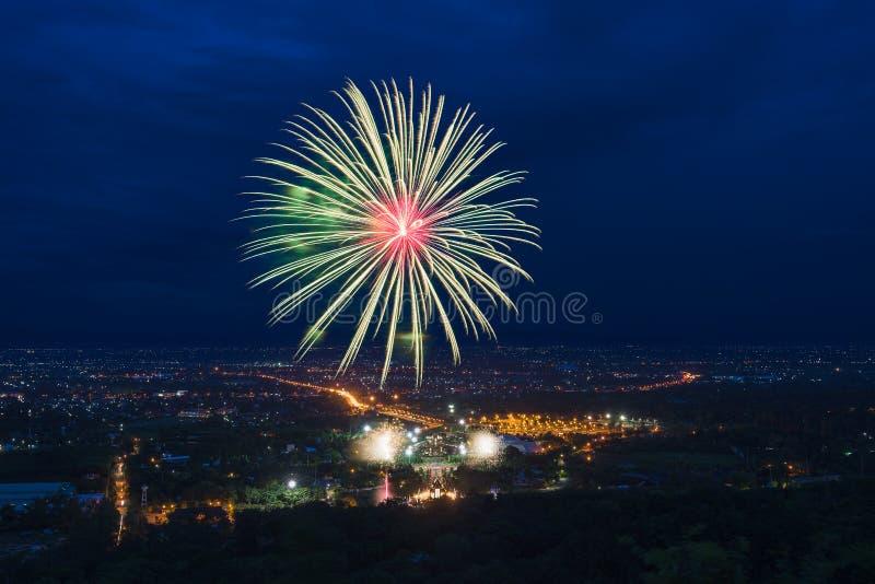Kleurrijke vuurwerkvertoning in Chiangmai stock foto