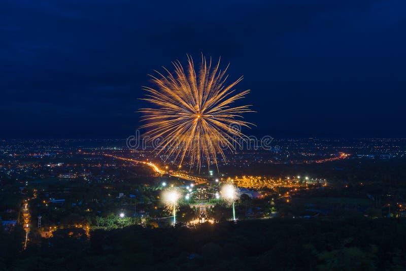 Kleurrijke vuurwerkvertoning in Chiangmai stock foto's