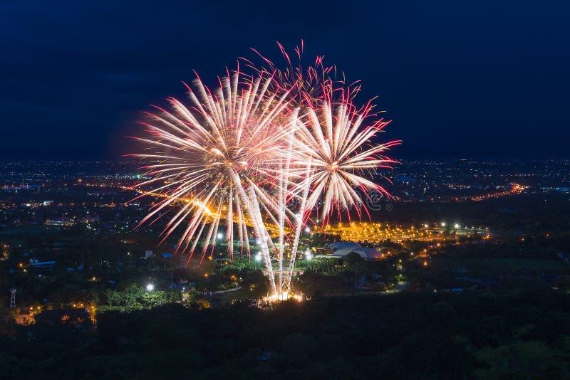 Kleurrijke vuurwerkvertoning in Chiangmai stock afbeeldingen
