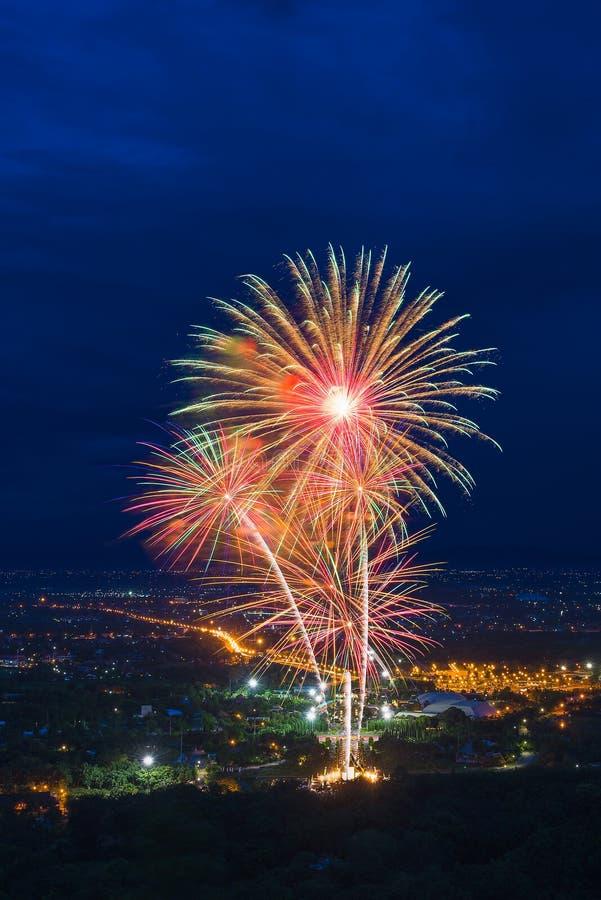 Kleurrijke vuurwerkvertoning in Chiangmai royalty-vrije stock afbeelding