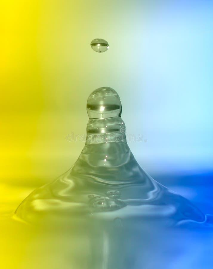 Kleurrijke waterdaling stock foto's