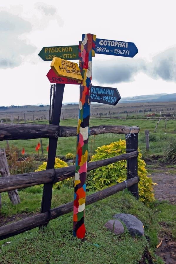 Kleurrijke wegwijzer in equador royalty-vrije stock foto's