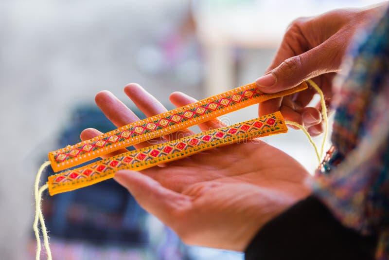 Kleurrijke Wevende Polsband Product van Inheemse Mensen in Luang Prabang, Laos stock foto's