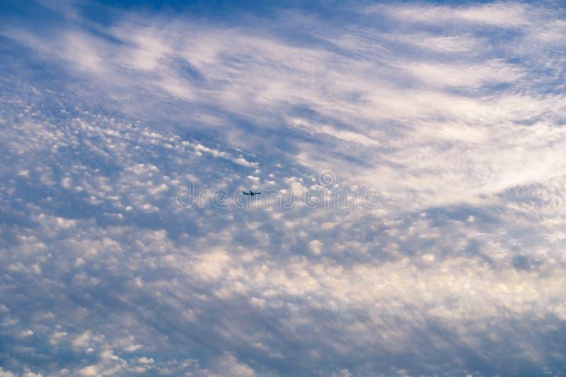 Kleurrijke Wolken bij Zonsondergang stock afbeelding