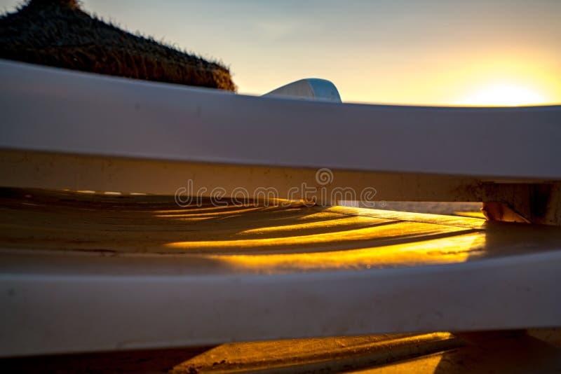 Kleurrijke zonsondergang op het strand van Malvarrosa Valencia, Spanje royalty-vrije stock foto's