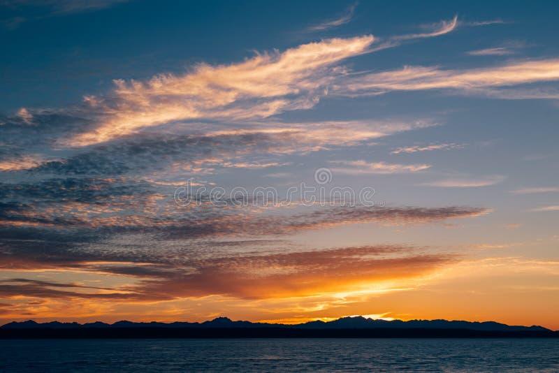 Kleurrijke zonsondergang in Puget Sound royalty-vrije stock fotografie