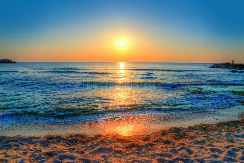 Kleurrijke zonsopgang over de Zwarte Zee in Costinesti royalty-vrije stock afbeeldingen