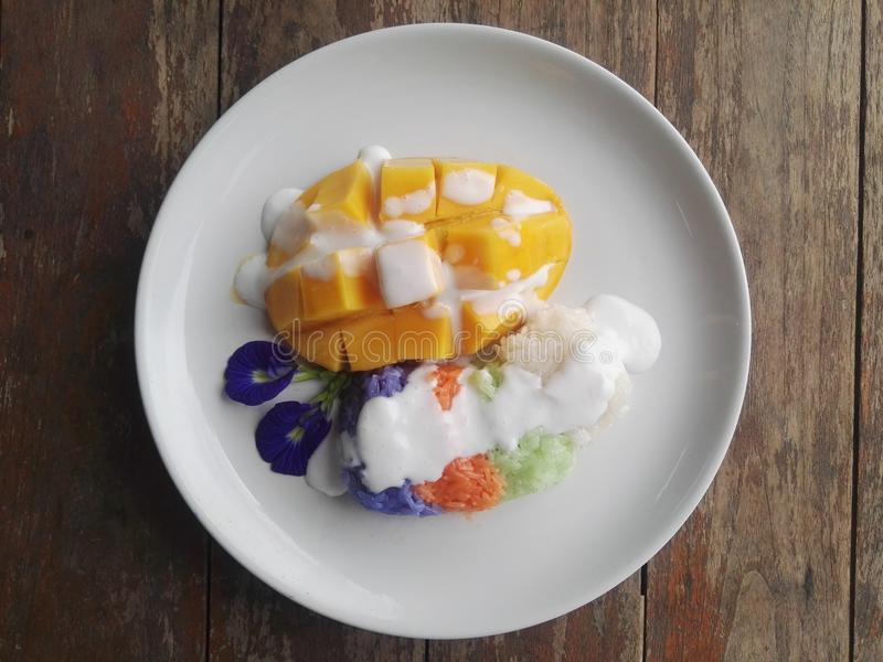 Kleverige rijst met mango royalty-vrije stock foto's