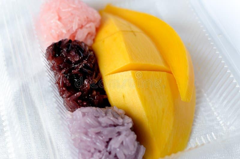 Kleverige rijst met rijpe mango royalty-vrije stock foto