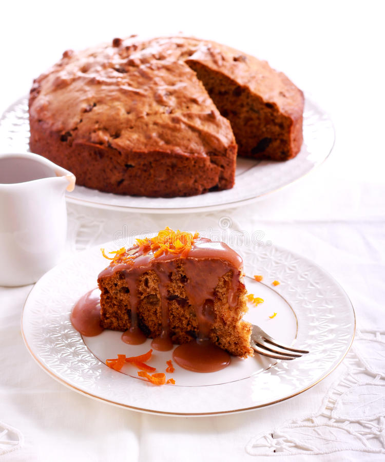 Kleverige toffeepudding met karamelsaus stock afbeeldingen