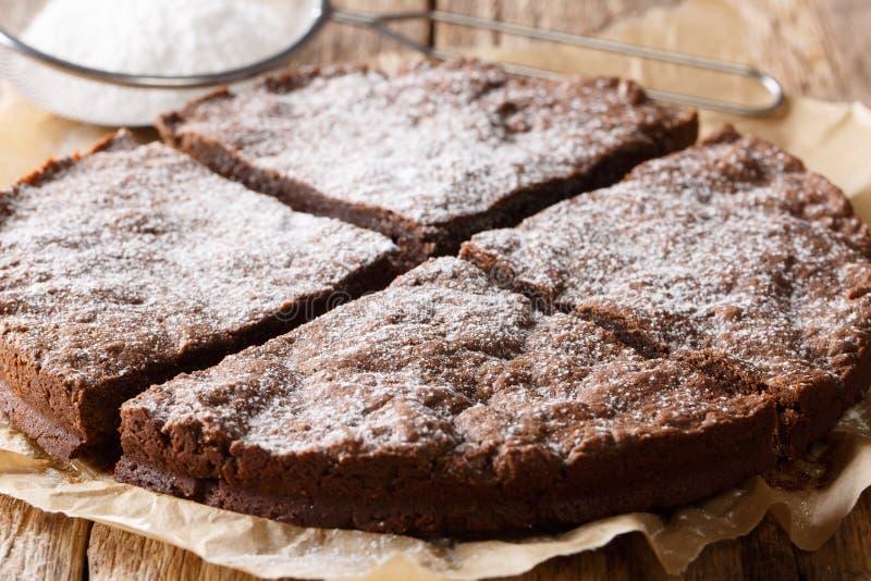 Klibbig kakanärbild för hemlagad svensk choklad på en tabell Hori royaltyfria foton