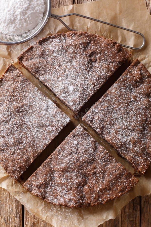 Klibbig kakanärbild för hemlagad svensk choklad på en tabell Vert royaltyfri foto