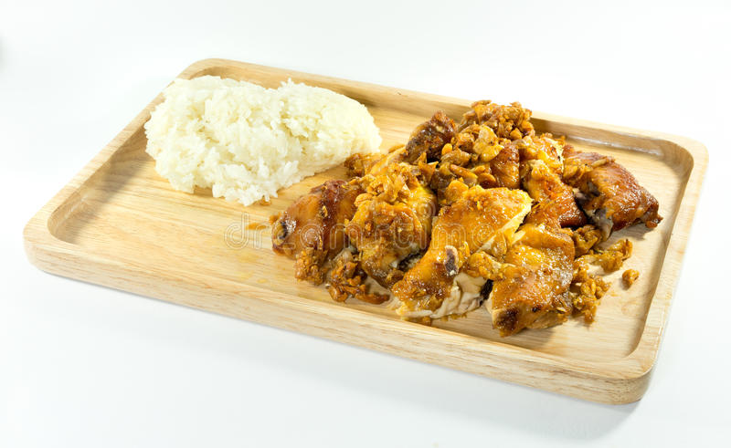 Klibbiga ris och stekt kyckling arkivbild