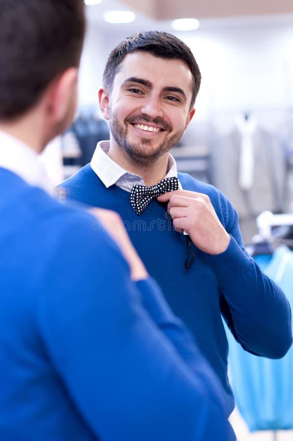 Klient przy butikiem odzież. zdjęcie royalty free
