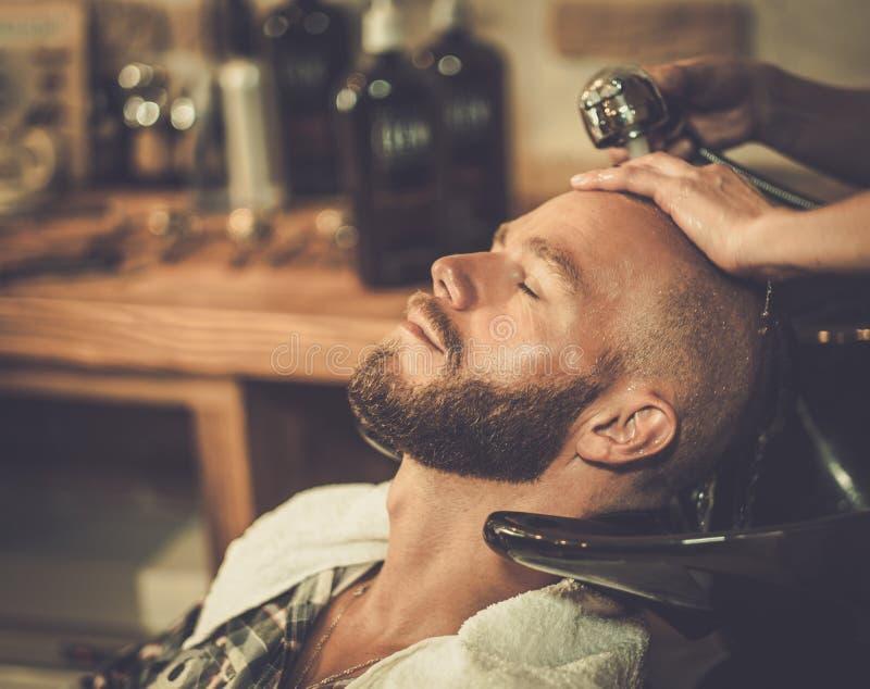 Klient w fryzjera męskiego sklepie zdjęcie stock