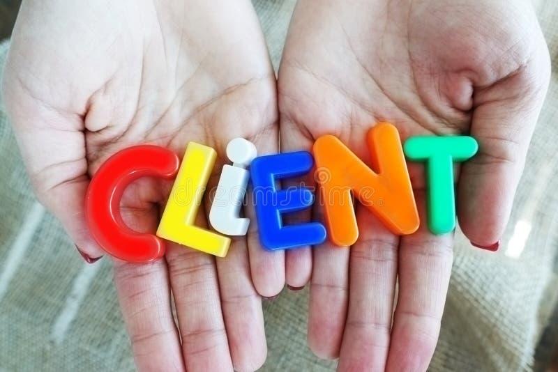 Klienta lub klienta ochrony pojęcie z kolorowymi listów blokami w kobiety ręce obraz royalty free