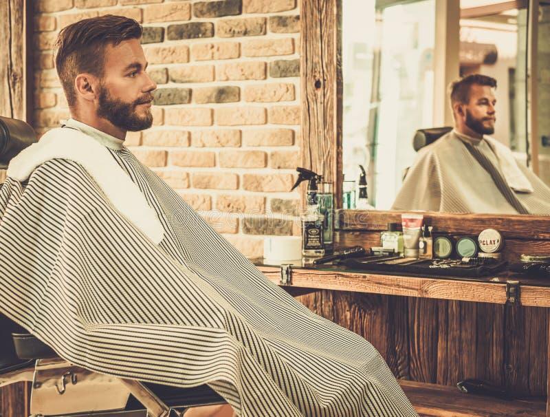 Klienten i barberare shoppar fotografering för bildbyråer