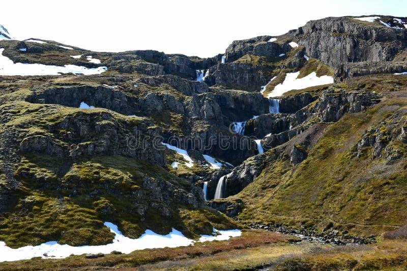 Klifbrekkufossar spada kaskadą siklawy w Iceland zdjęcie stock