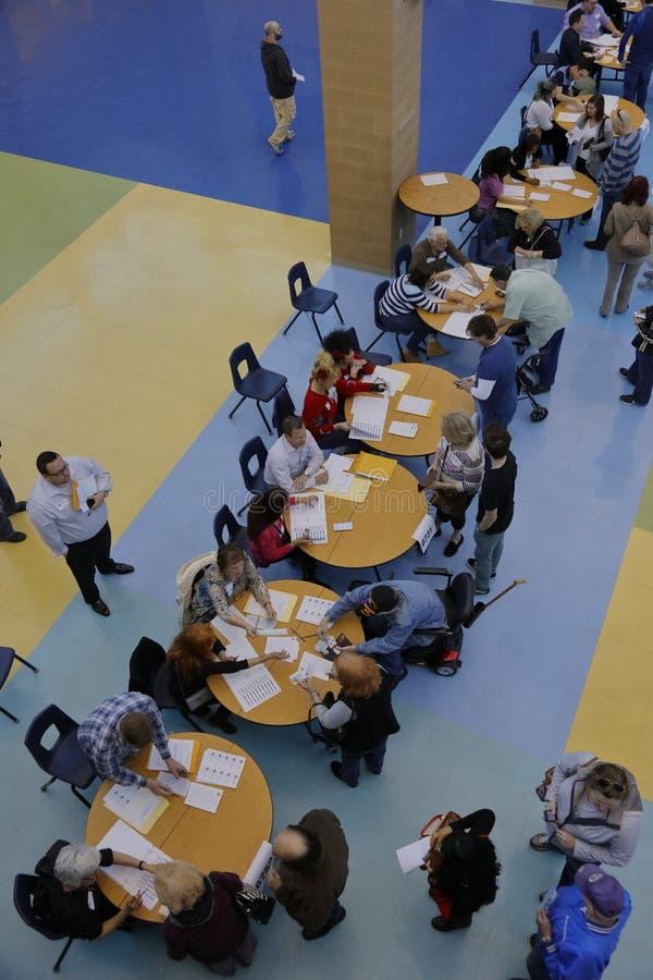 Klika wyborcy i odwiedzający czekają w linii wchodzić do kliki lokację w Las Vegas, Nevada, U S , na Wtorku, Feb 23, 2026 obrazy royalty free