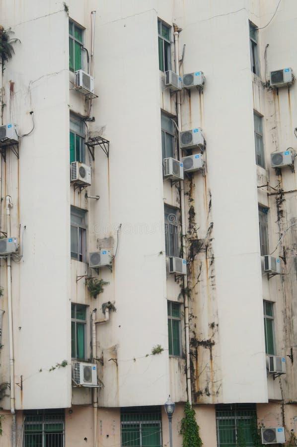 Klimaanlage auf der wand des altbaus redaktionelles for Wand klimaanlage