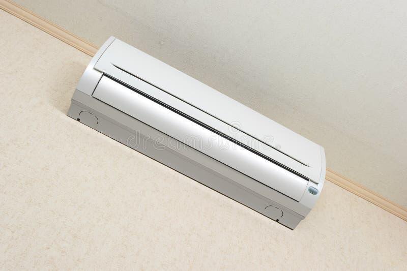 Klimaanlage auf Wand lizenzfreie stockbilder