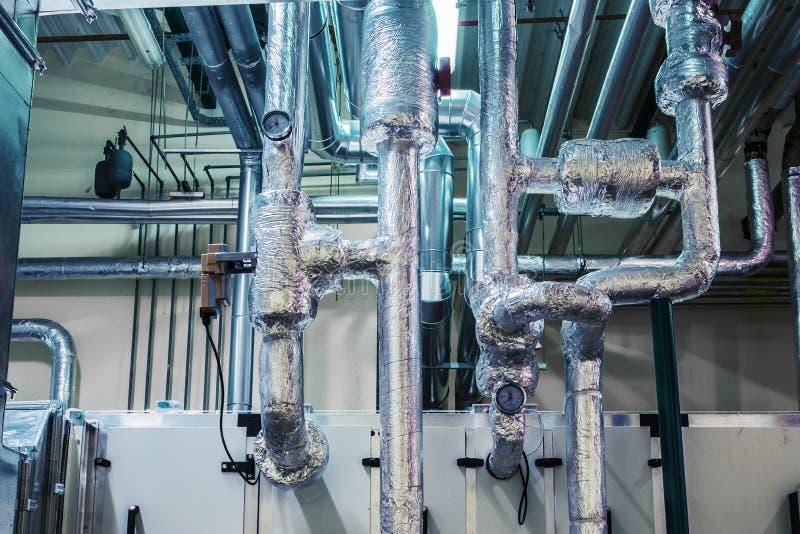 Klimaanlageeinheit, industrielle Belüftung, Klimaanlage, Werbung, Isolierung, Rohrleitung lizenzfreies stockbild