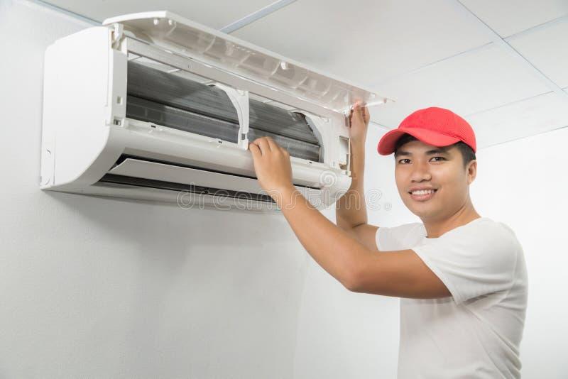 Klimaanlagen-Techniker lizenzfreies stockbild