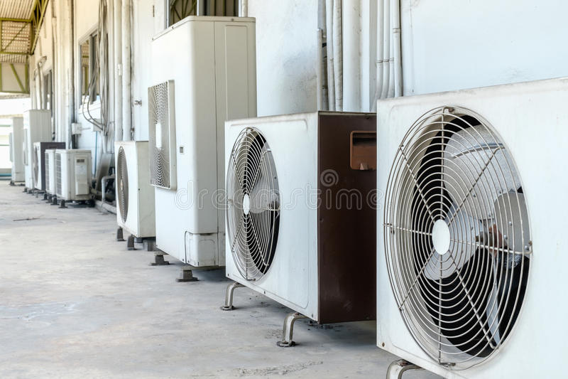 Klimaanlagenkompressor stockbilder