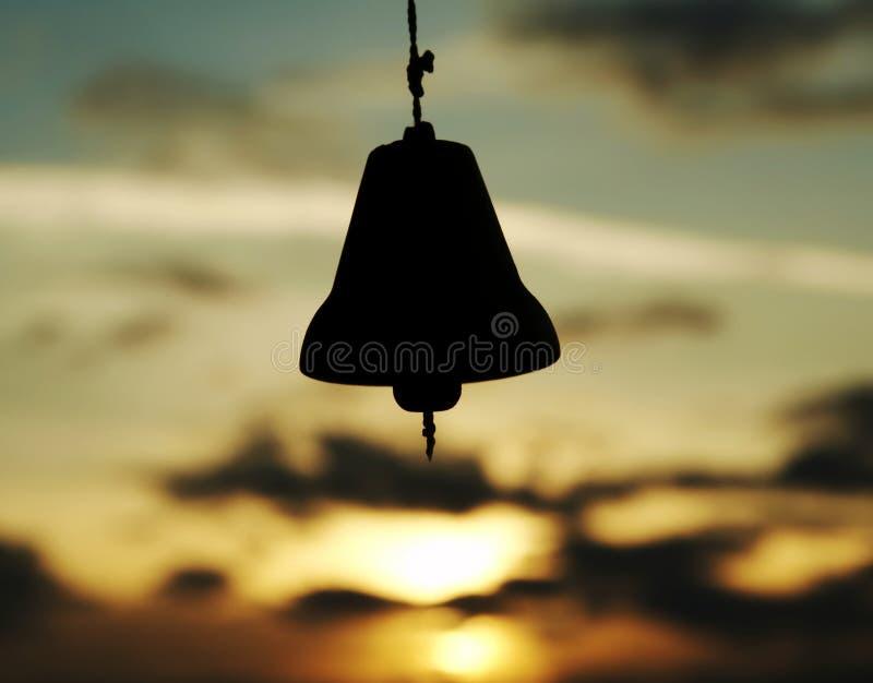 Klingeln auf Sonnenunterganghintergrund stockbilder