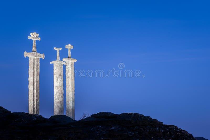 Klingen im Felsen in Stavanger stockbild