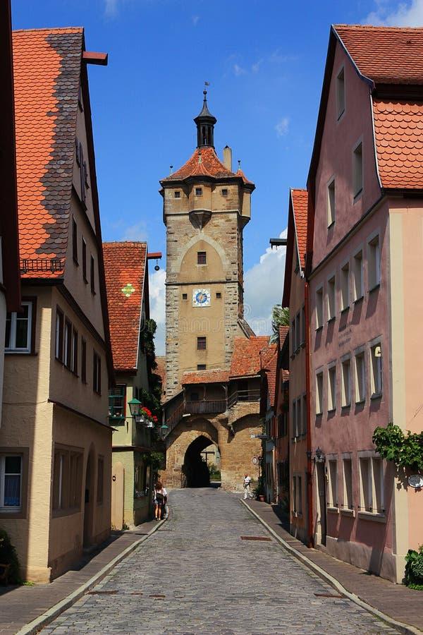 Klingentor aan het eind van Klingengasse in Rothenburg ob der Tauber, Beieren, Duitsland royalty-vrije stock foto's