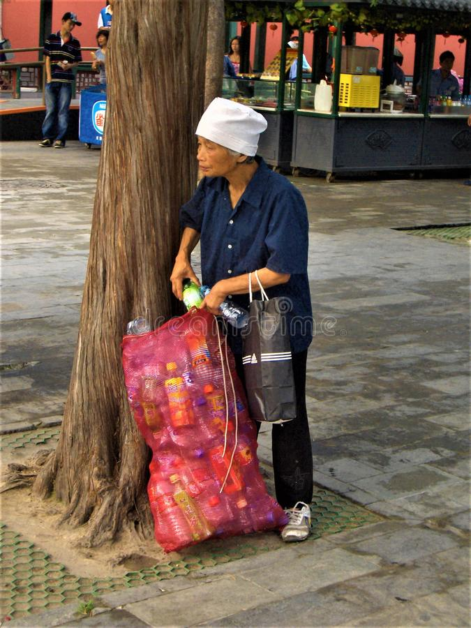 Klingeryt kobieta w Chiny i przetwarzać zdjęcia royalty free