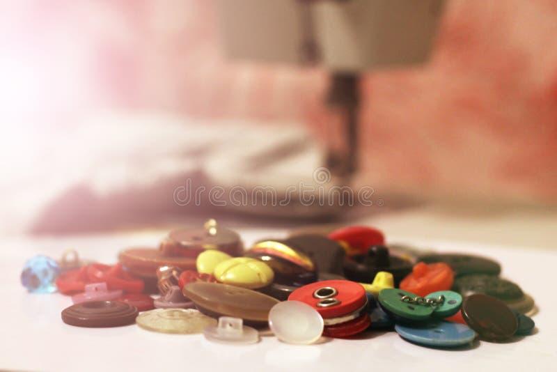 Klingeryt zapina, Kolorowy guzika tło, guziki zamyka w górę fotografia stock