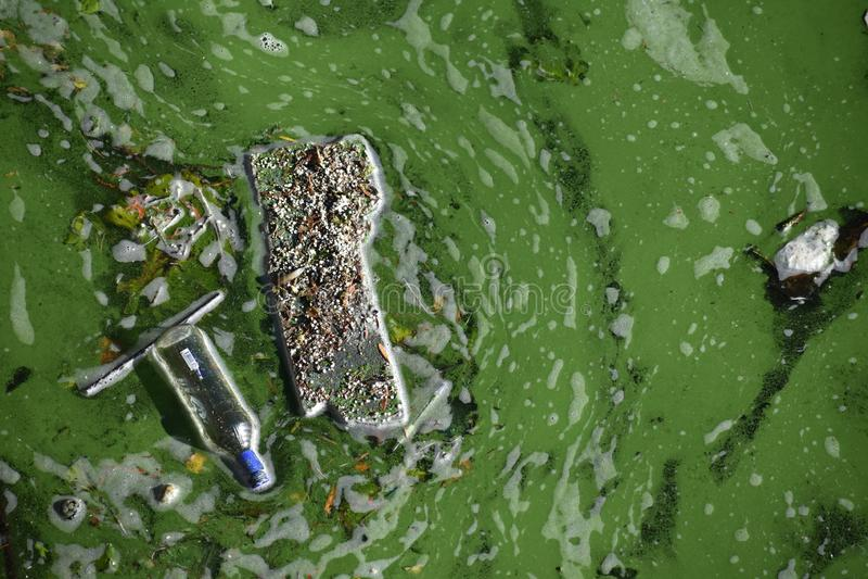 Klingerytu odpady w bomblowanie rzece Berlin obrazy royalty free