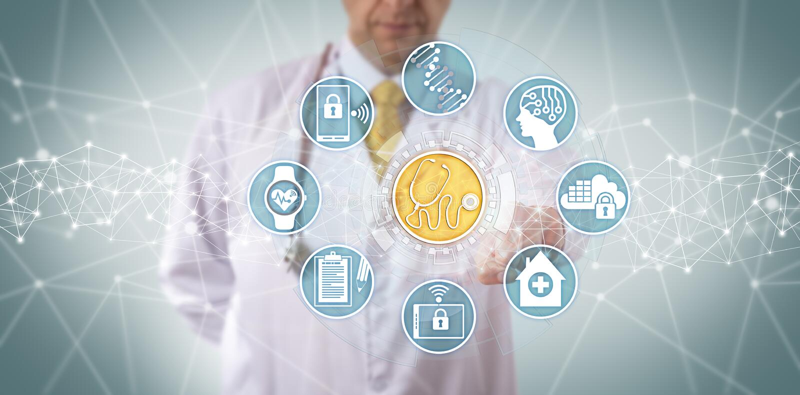 Klinicysta Przystępuje Medycznych diagnostyków App obraz royalty free