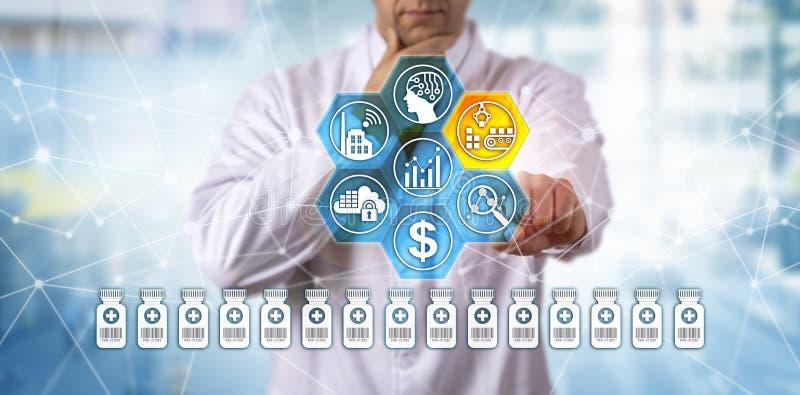 Kliniker, der pharmazeutische Herstellung erwägt lizenzfreie stockbilder