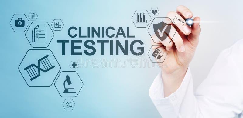 Klinisch testend onderzoek, Apotheek en Geneeskundeconcept op het scherm stock foto